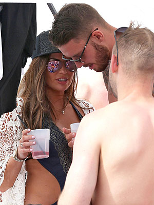 Jess Wright and Connor Wickham [Flynet]
